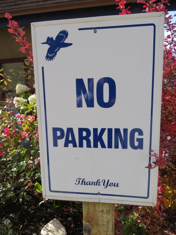 kingfisher no parking sign